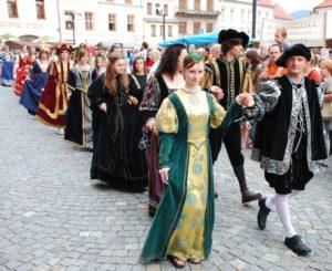 Kostýmovaný renesanční průvod, partnerská města, spolky