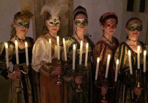 Renesanční taneční suita s hořícími svícny